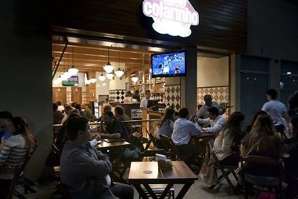 No Colarinho, em Botafogo, é servida a marca norte-americana Brooklyn Lager, que possui recenta à semelhança das produzidas na Alemanha<br>