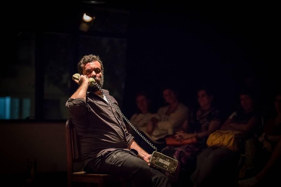 Marcio Vito estrela A Geladeira: atuação exuberante