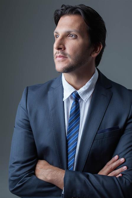 Carlos Prazeres terno