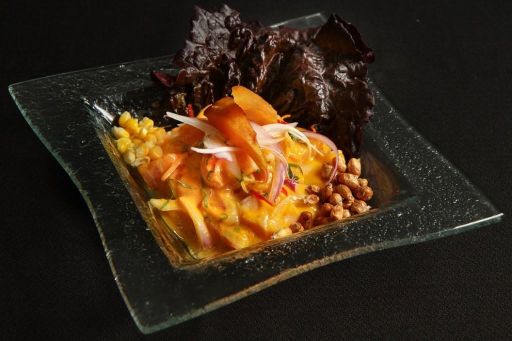 Ceviche yellow: atum ou salmão marinado em limão, ají amarillo e pimenta dedo-de-moça (foto:Pablo Pecora)