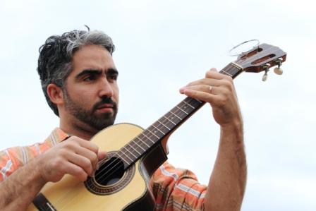 Chico Bastos: resgate do violão tenor