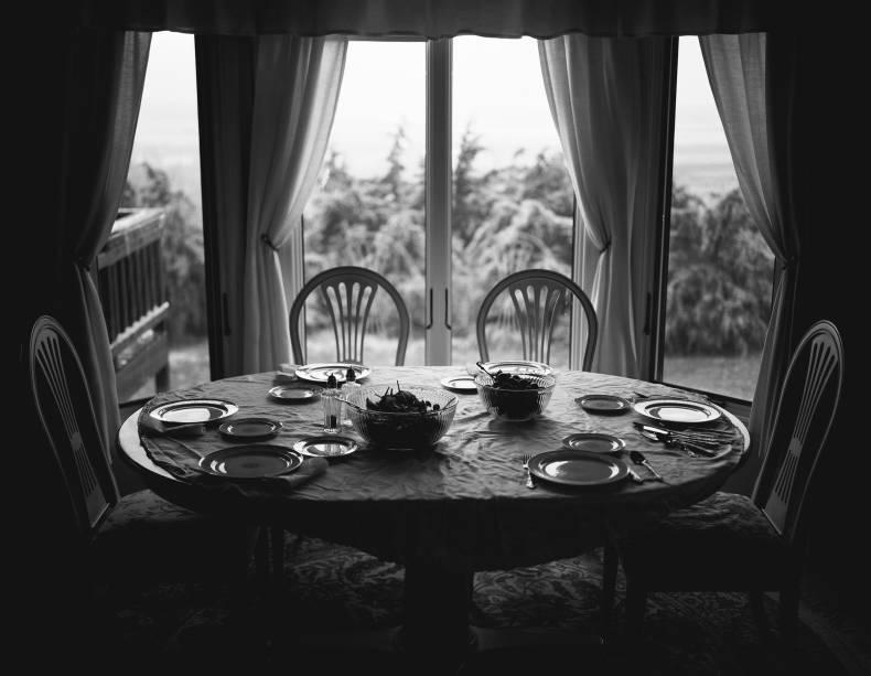 Place Setting (2014), de Daniel W. Coburn: coletiva evoca questões familiares