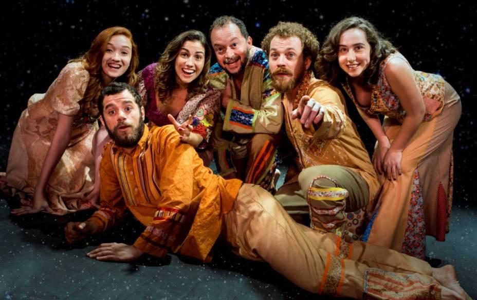 Vicente Coelho (primeiro plano), Carol Gomes, Clara Santhana, Luiz Claudio Gomes, João Lucas Romero e Julie Wein: no elenco
