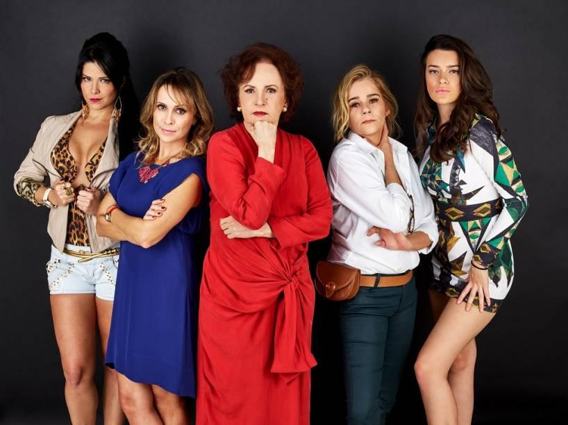 Joana Fomm no centro do elenco de A Antessala: cinco mulheres divagam livremente sobre assuntos como trabalho, família e sexualidade