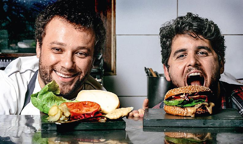 Thomas e Rony: terceira filial da TT Burger será na Barra (Crédito: Gustavo Marial / divulgação)