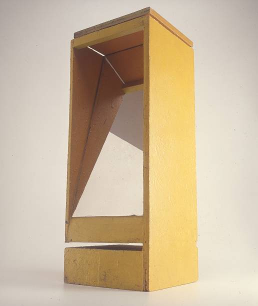 B9 Bólide Caixa 07: acrílica sobre madeira e espelho de Hélio Oiticica