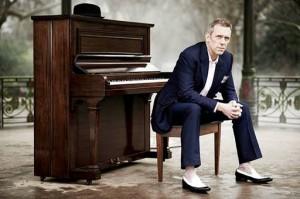 Hugh Laurie: o ator inglês também é um bluesman de respeito