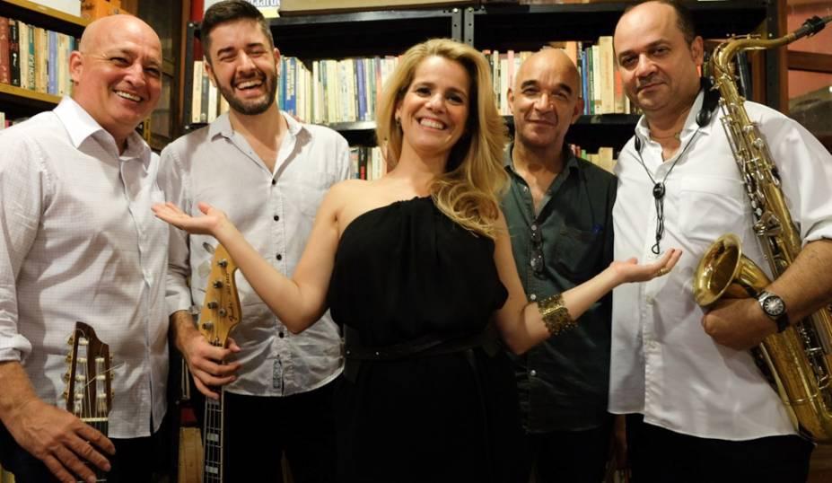 Patricia Mellodi: com o quarteto LeCatre no show Isso É Bossa Nova