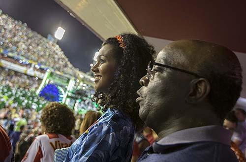 Camarotes vips na sombodromo, no primeiro dia dos desfiles das escolas de samba. Na foto, o juiz Joaquim Barbosa e a estudante Beatriz Vargas