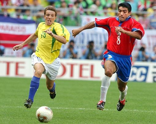 Juninho correu para atacar e defender em 2002, mas acabou vendo do banco os três jogos mais importantes.