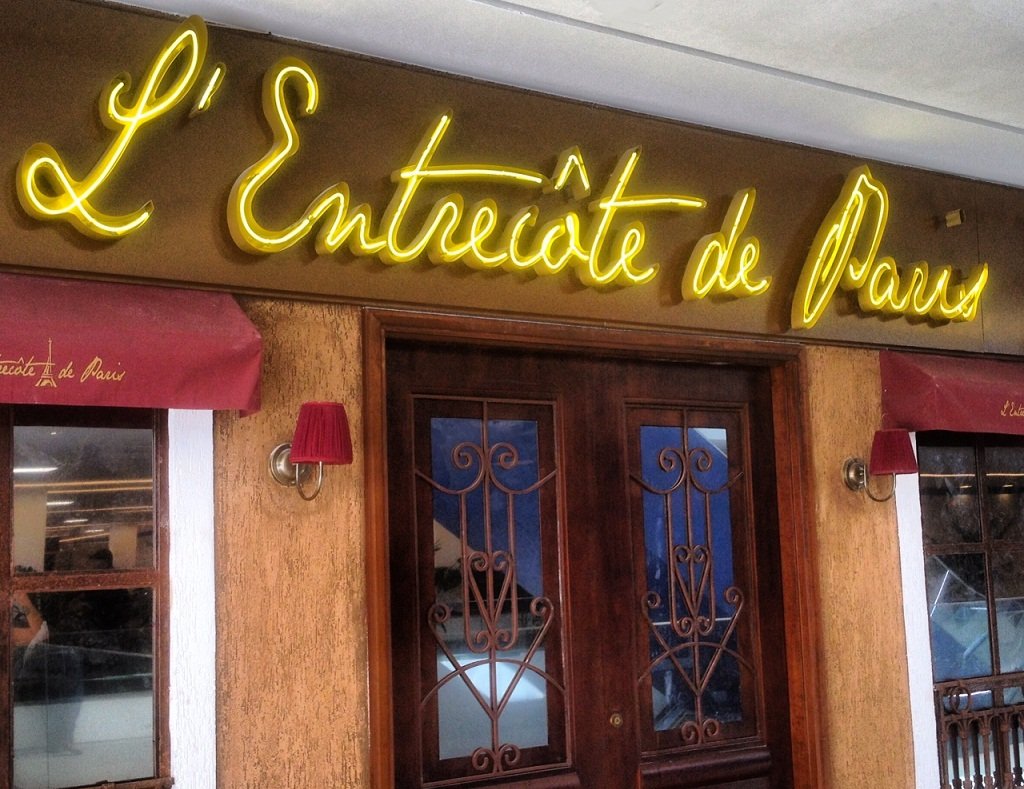 Fachada do L'Entrecôte de Paris: bistrõ abre logo depois do Lasai, de Rafa Coste e Silva