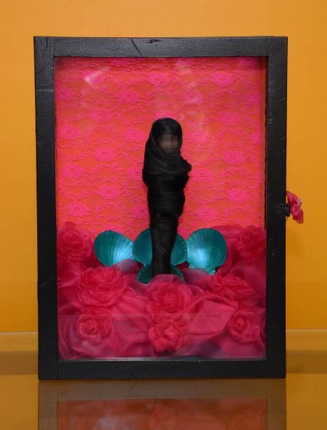 Obra de Alfa Siqueira: inspiração no tema de cabelos e perucas