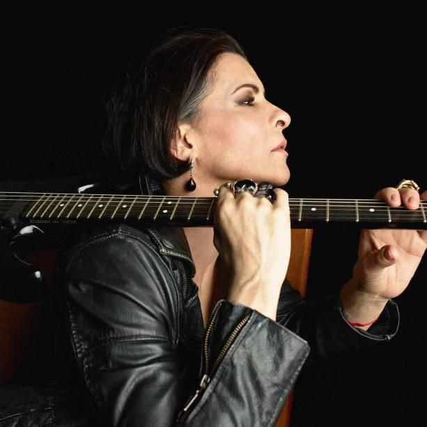 Marina Lima: voz e violão