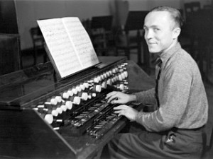 Oskar Salas e seu trautonium em 1938