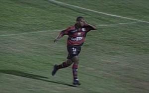 Lê comemora o gol que do título da Mercosul 1999