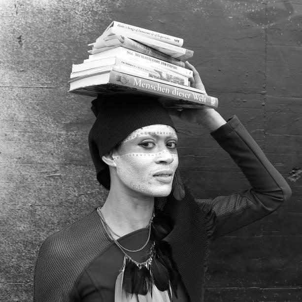 Nono projeto premiado pelo Prêmio CCBB, a instalação Leituras para Mover o Centro, da carioca Ana Hupe, destaca a literatura negra feminina