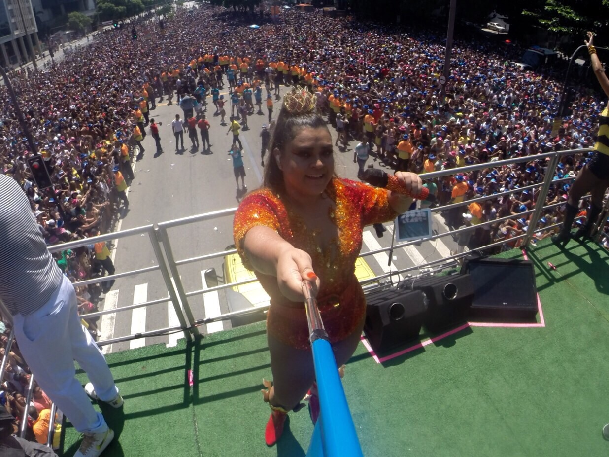 preta gil pau de selfie