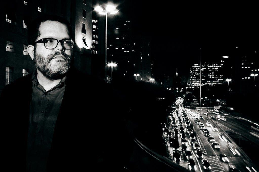 Romulo, em foto de Fernando Eduardo: esquema samba novo em show no Flamengo