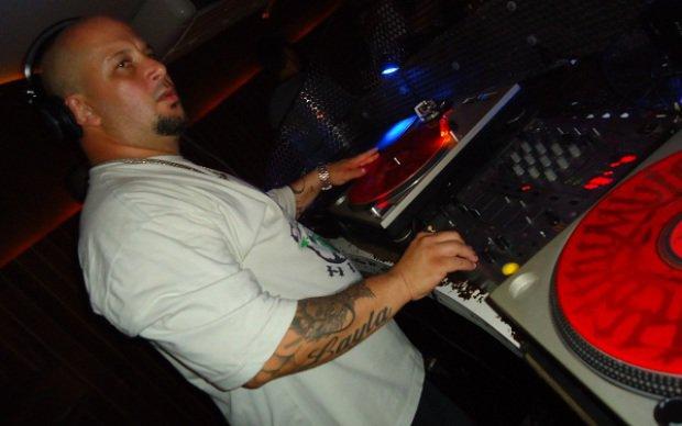 O DJ Saddam selecionou os hits do hip hop