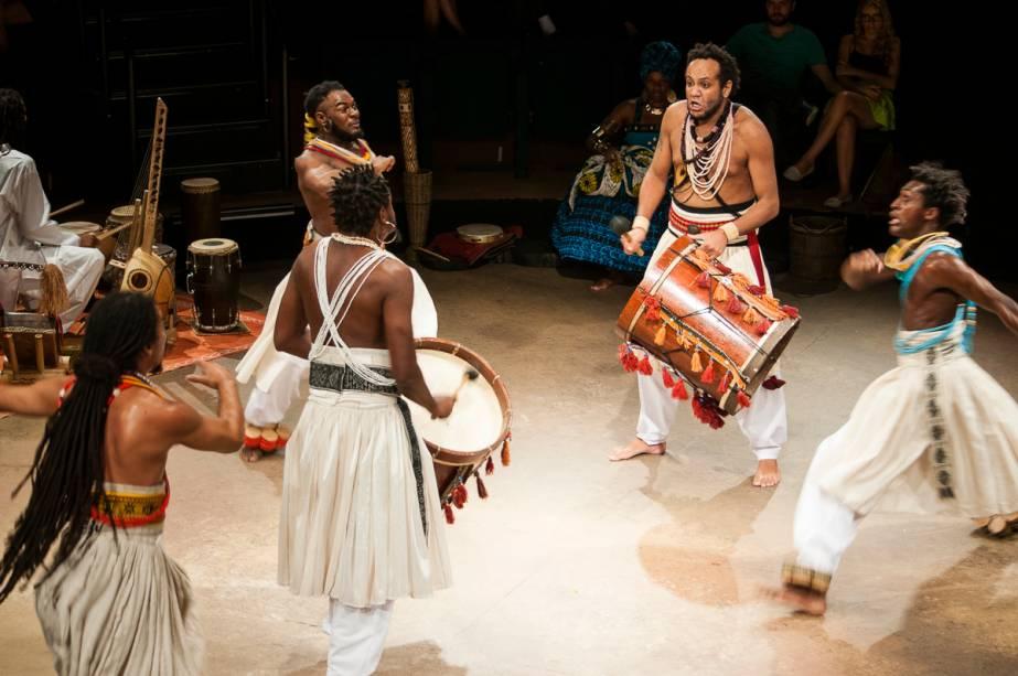 Salina (A Última Vértebra): produção da Amok Teatro