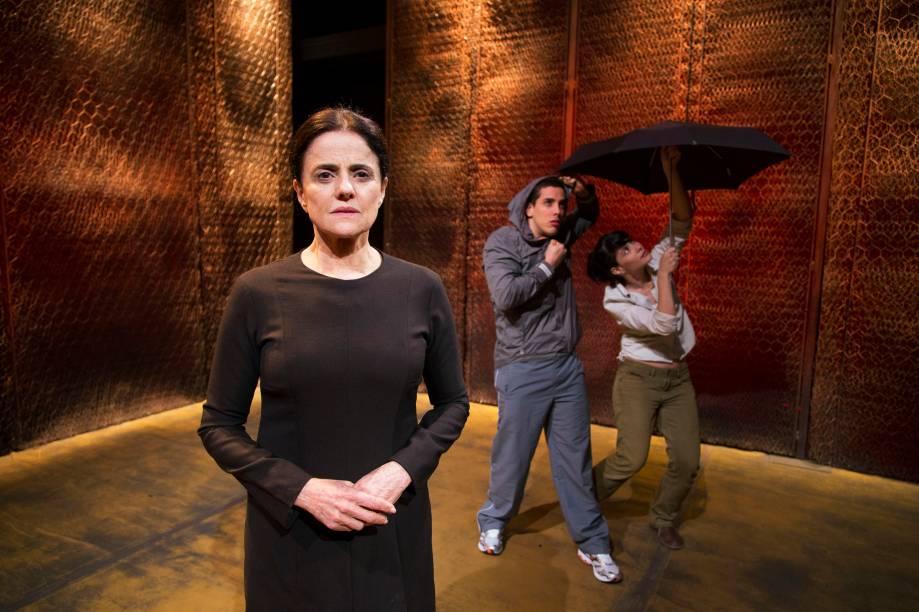 Incêndios: Marieta Severo (à frente) estrela o elogiado drama