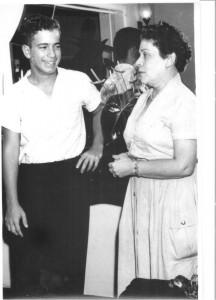 Um jovem Nelson Freire e dona Lucia em 1957