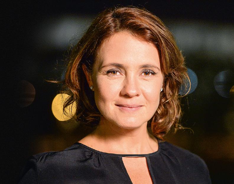 Adriana Esteves: insônia por causa de nova novela (Crédito: Zé Paulo Cardeal / TV Globo)