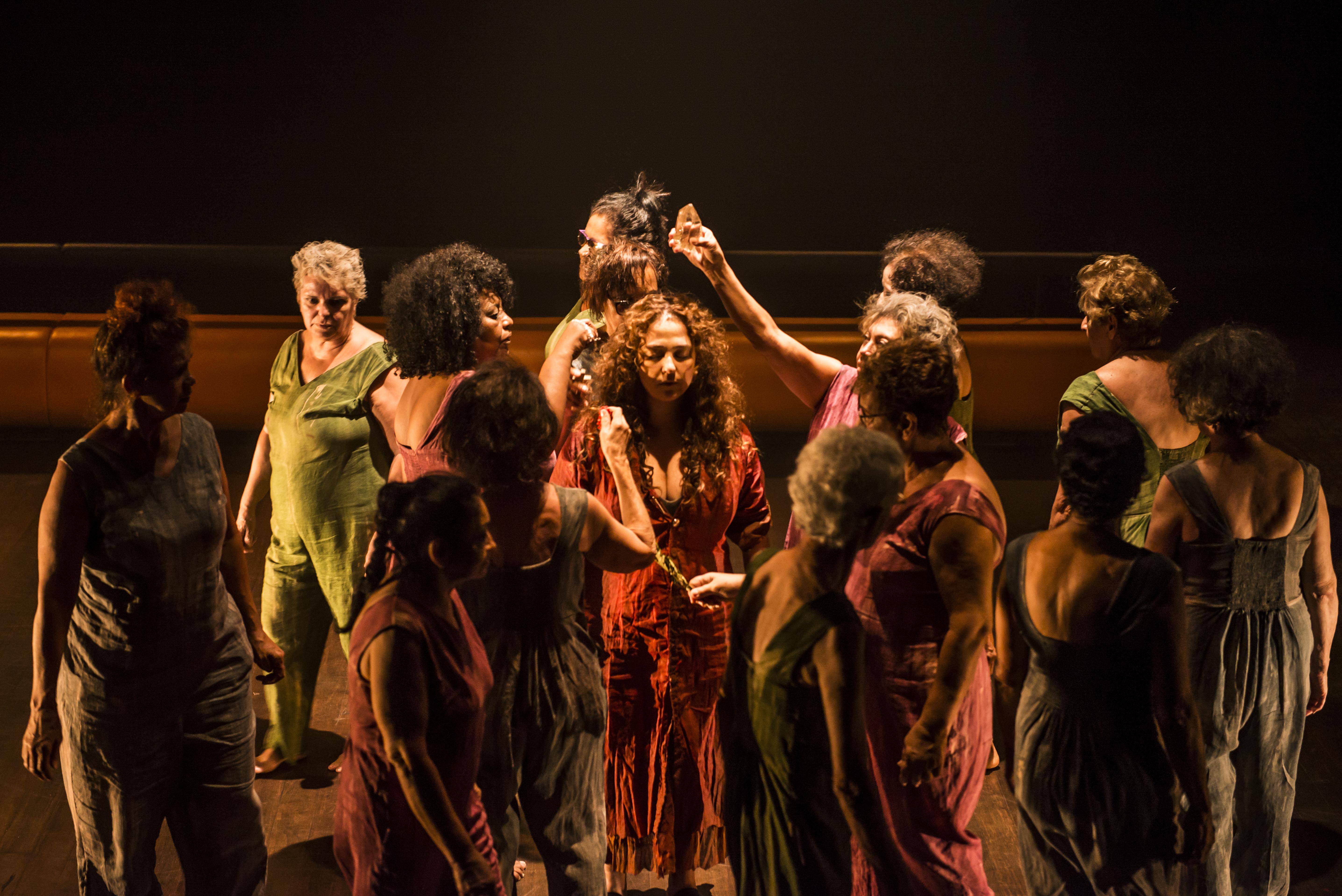Grupo Meninas da Gamboa participa como um coro
