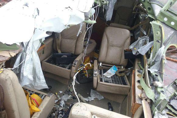 Paraty (RJ) - Destroços da aeronave que caiu na última quinta-feira (19) são retirados da água e entregues à Aeronáutica (Allan Meirelles/TV Brasil)