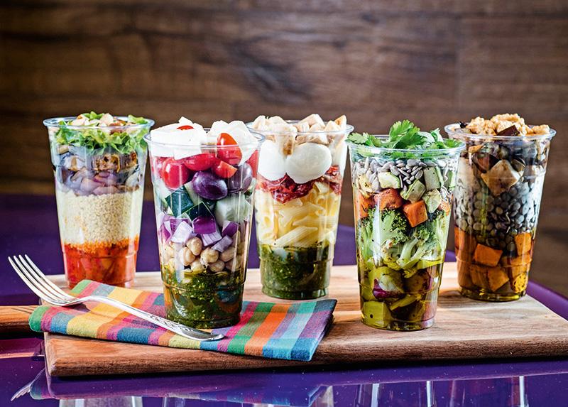 Novas saladas prontas em cartaz na rede Deli Delícia