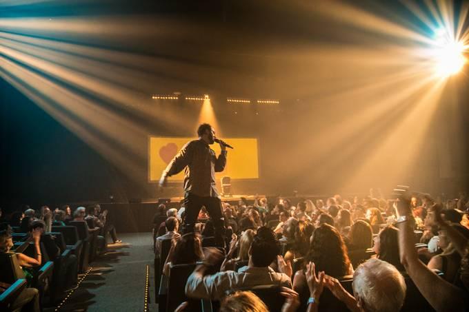 Renato Russo — O Musical, no Teatro Riachuelo: Bruce Gomlevsky estrela o fenômeno de público, em cartaz desde 2006