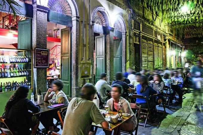 Bar Al-Farabi, no Centro