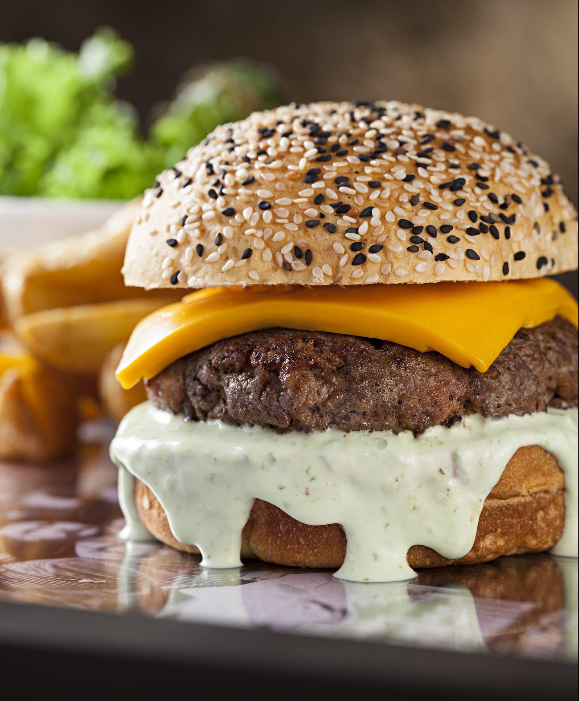 Casarão 1903: desconto no hambúrguer e dose dupla