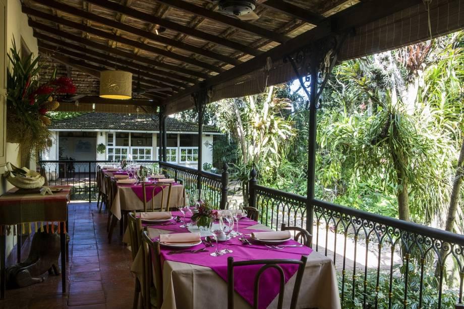 Mesas na varanda do restaurante Quinta