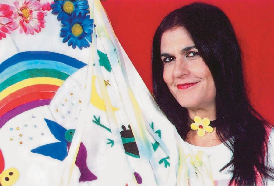 Bia Bedran, atriz, compositora, cantora e contadora de histórias infantis.