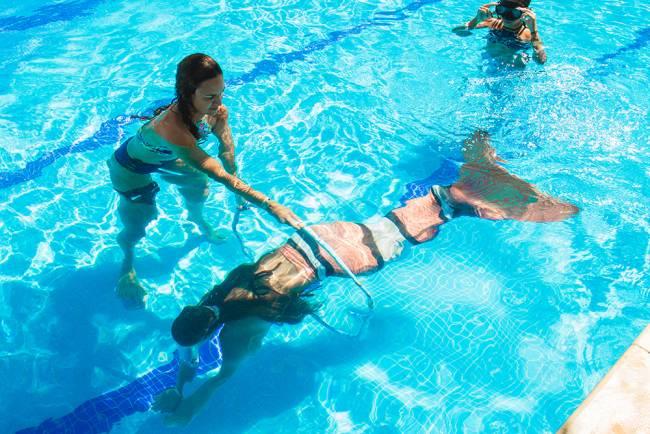 Workshop no Sheraton Barra: lições e técnicas para nadar como a princesa Ariel (Foto: Andrea Silvestre / divulgação)