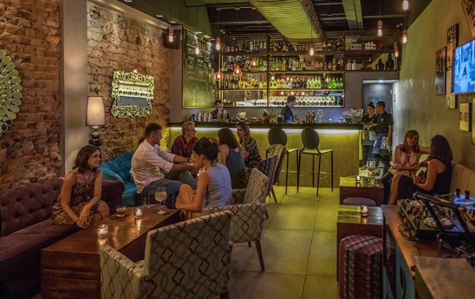 Com matriz na Galícia, o no Garoa Bar tem boa coquetelaria e ambiente charmoso