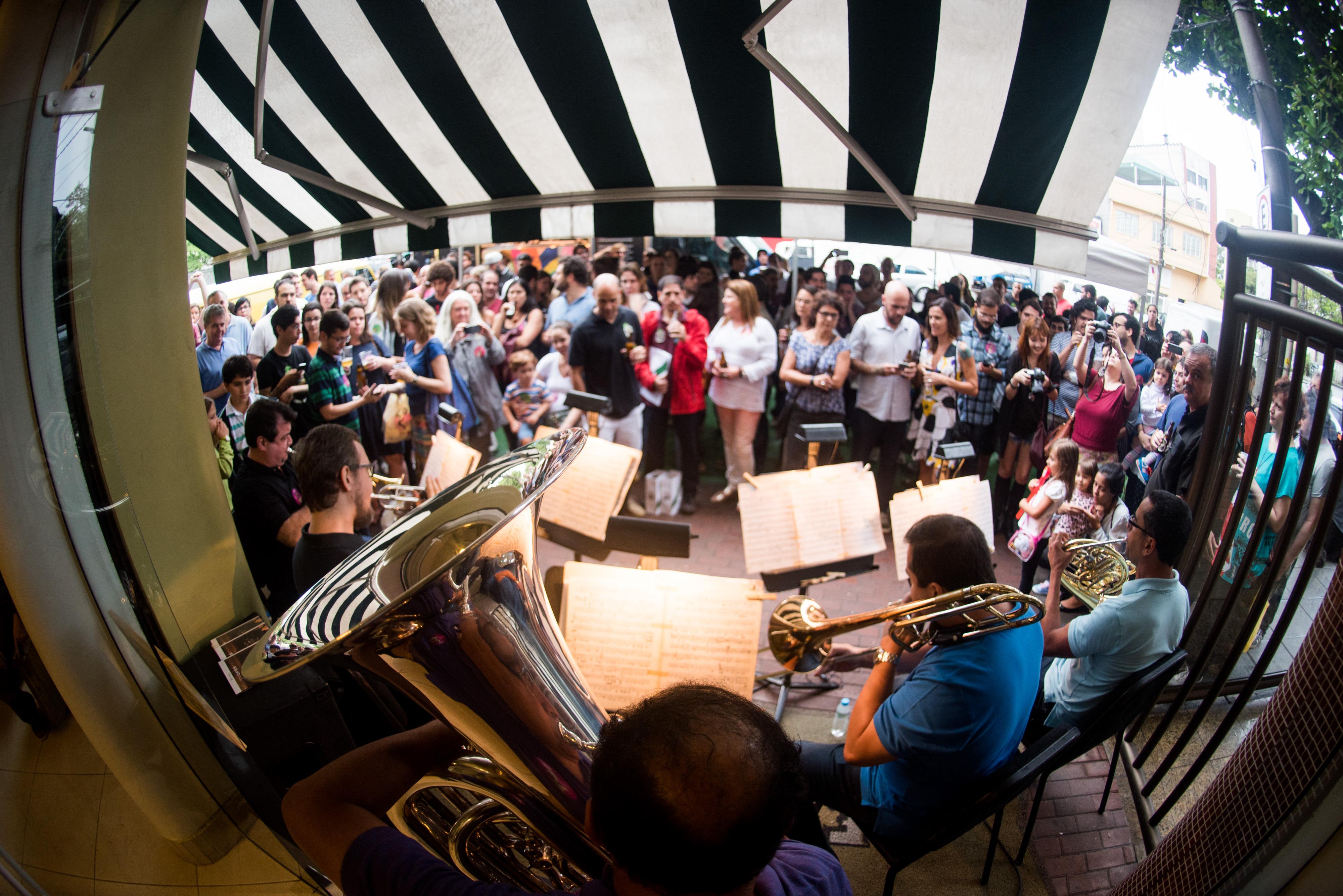 Em parceria com a cervejaria Jeffrey, o #ConcertoSecreto atrai público nas ruas
