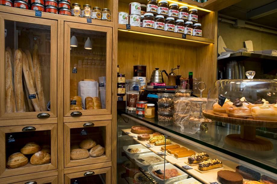Intetrior do Petit Formidable: misto de padaria, doceria e rotisseria