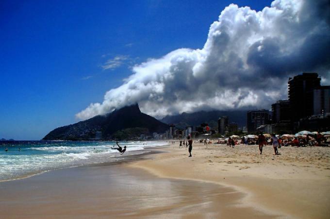 Rio nuvens