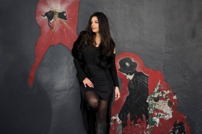 Emanuelle Araújo: estreia-solo