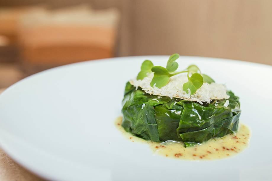 Tartare de alcachofra, folhas de mostarda e queijo tulha: opção para começar