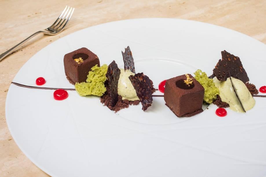 Cubos de chocolate e sorvete de pistache: dica de sobremesa