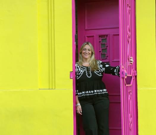 Helena abre as portas