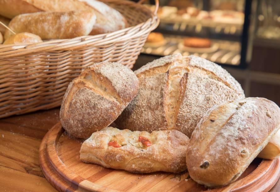 Fornadas de pães quentinhos saem ao longo do dia