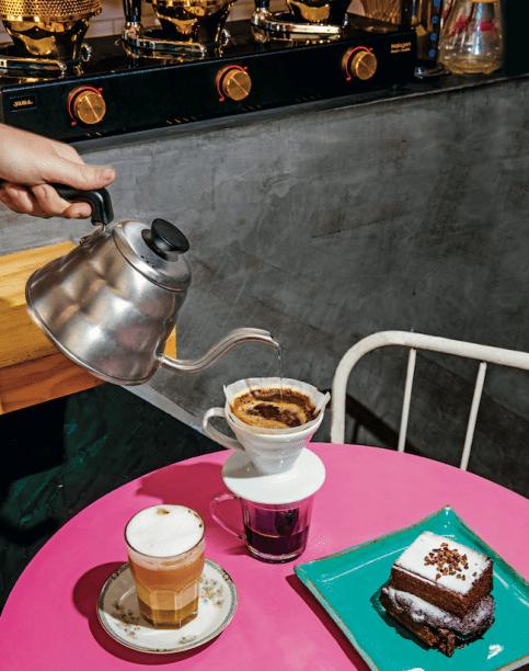 A volta do café coado: a casa oferece seis métodos, a exemplo do Hario V60