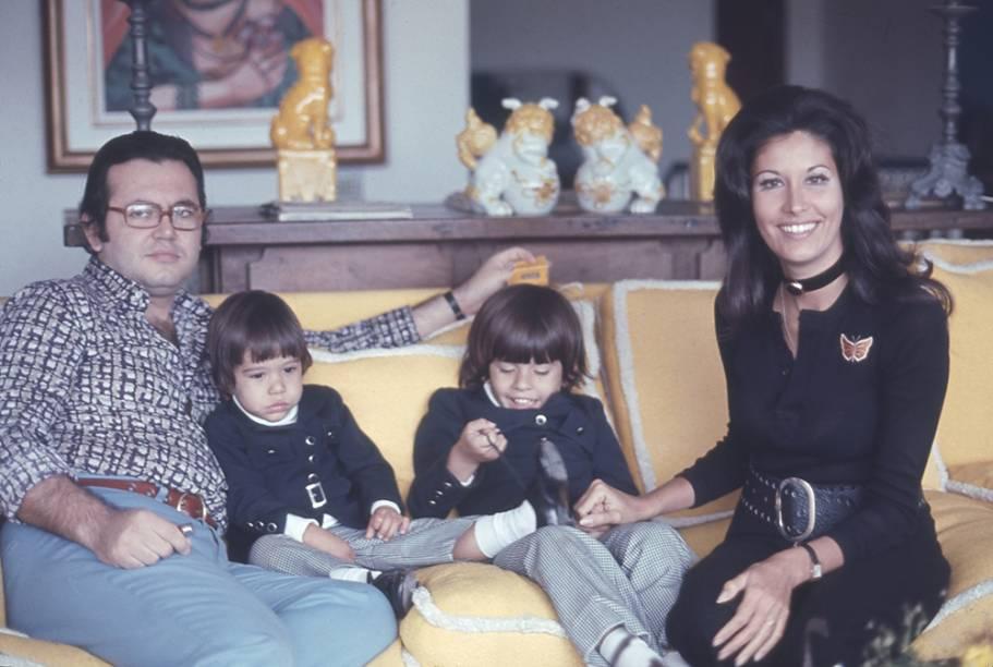 Ricardo Amaral com a esposa, Gisela, e os filho, Rick e Bernardo.