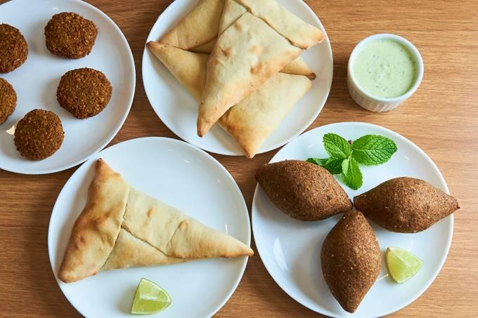 Al Liban; esfihas, quibes e falafel