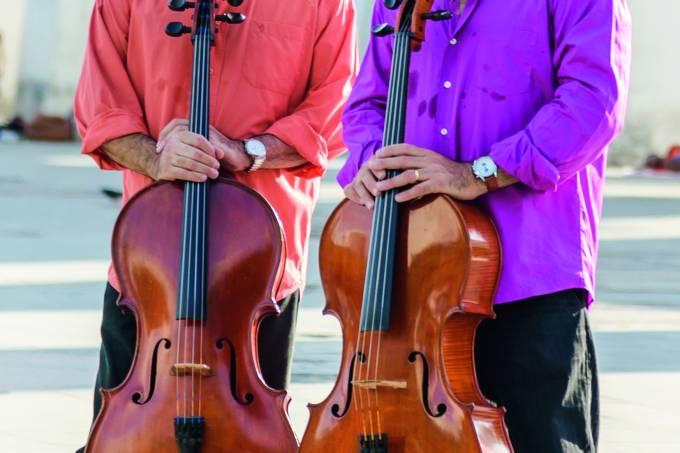 Paulo e Ricardo Santoro, violoncelistas integrantes do Duo Santoro.
