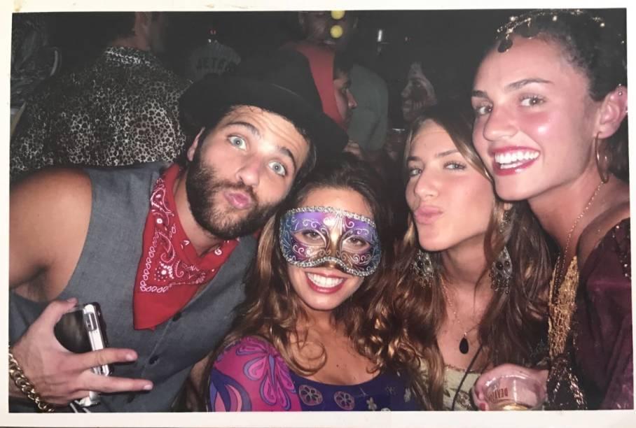 O primeiro encontro: Gagliasso conheceu Giovanna em uma festa de Halloween na Joatinga, em 2008. Ele estava vestido de gângster e ela de hippie